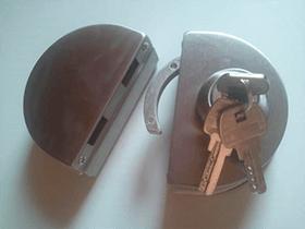 Брава за стъклена врата модел 1