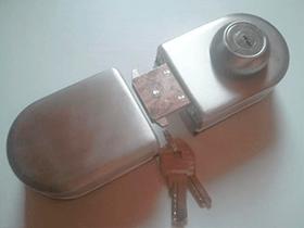 Брава за стъклена врата модел 4