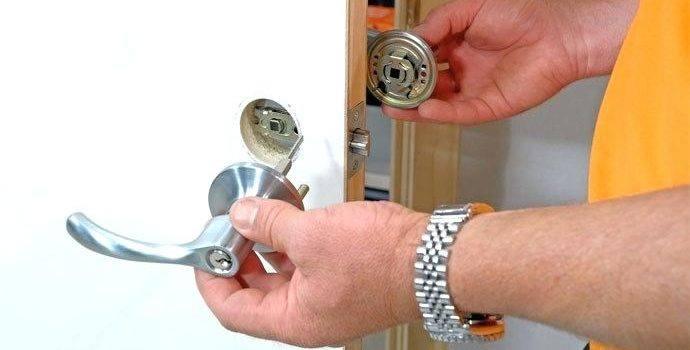 смяна на дръжка на врата