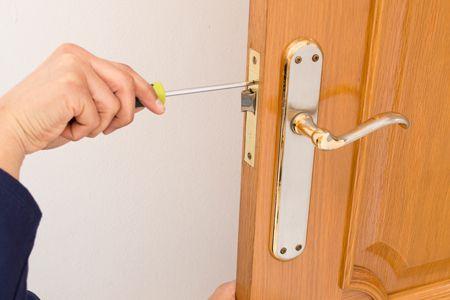 Смяна на патрон на брава